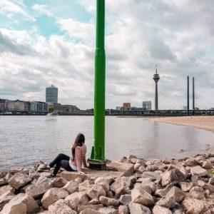 Düsseldorf Rheinufer Oberkassel Rheinturm Skyline
