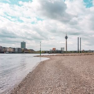 Düsseldorf Rheinufer Skyline Rheinturm