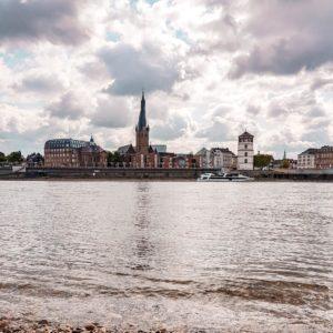 Altstadt Düsseldorf mit Rhein